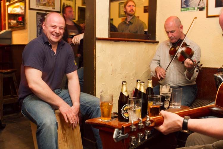 Ireland pub Irish guests playing spontanuously music